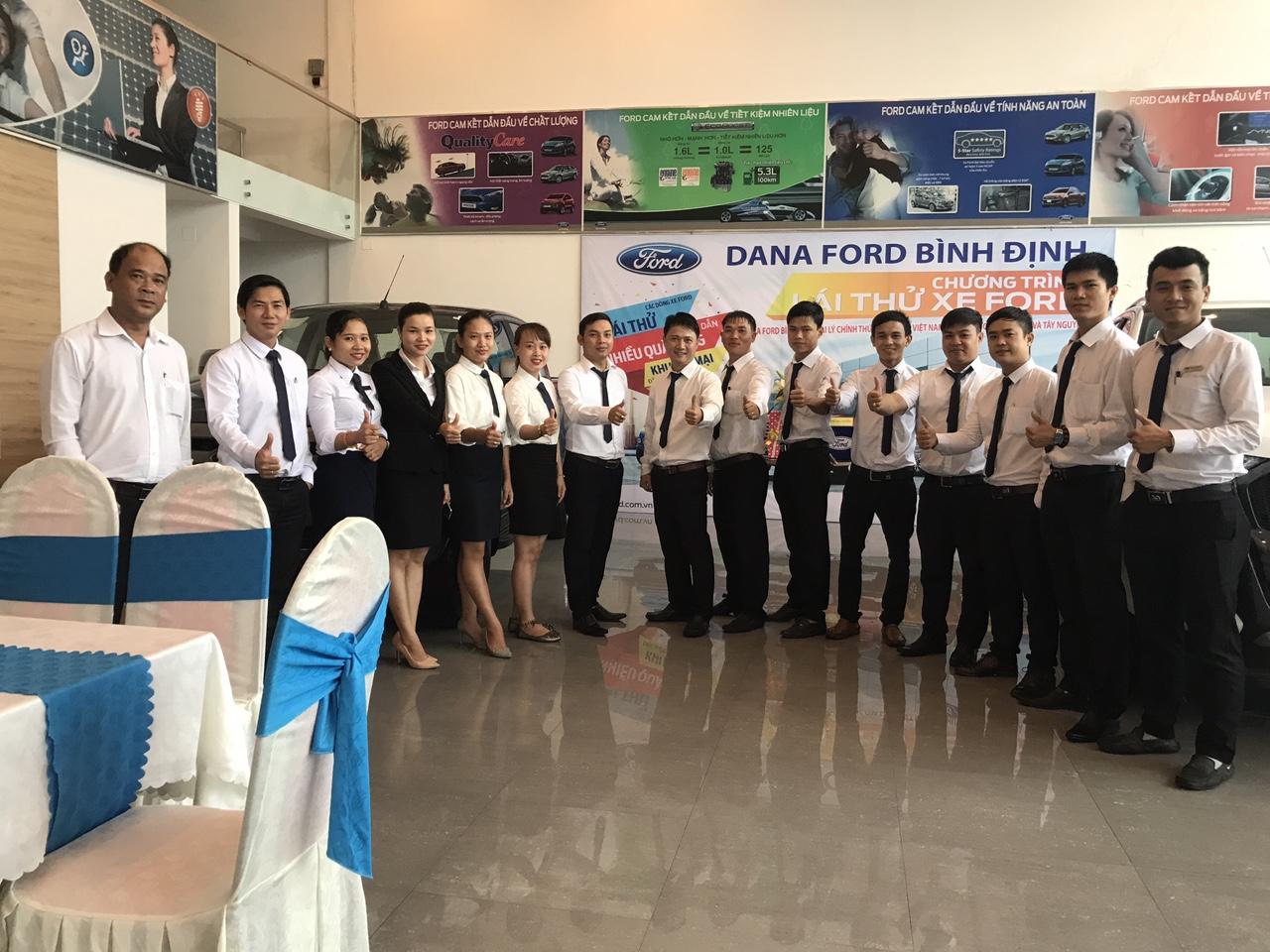 Đội ngũ nhân viên Sales Ford Bình Định