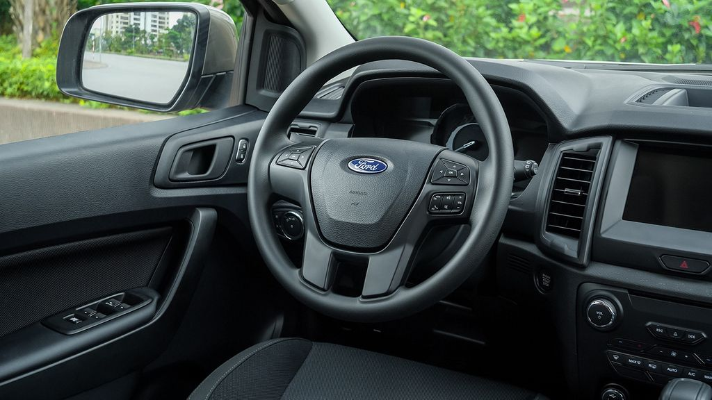fordbinhdinh-Ford Everest Ambiente-170319-4